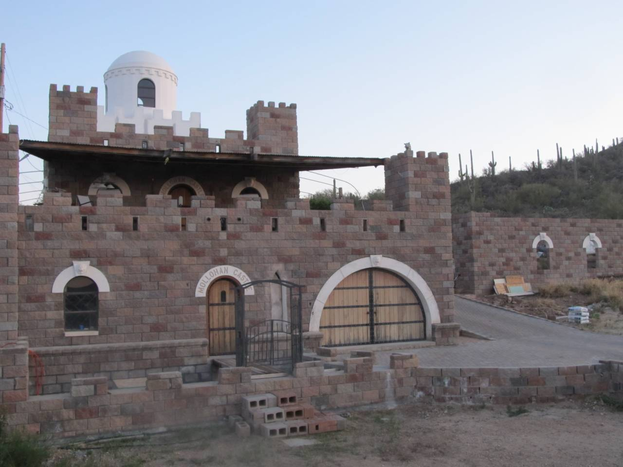 Mollohan Castle bed and breakfast in Arizona