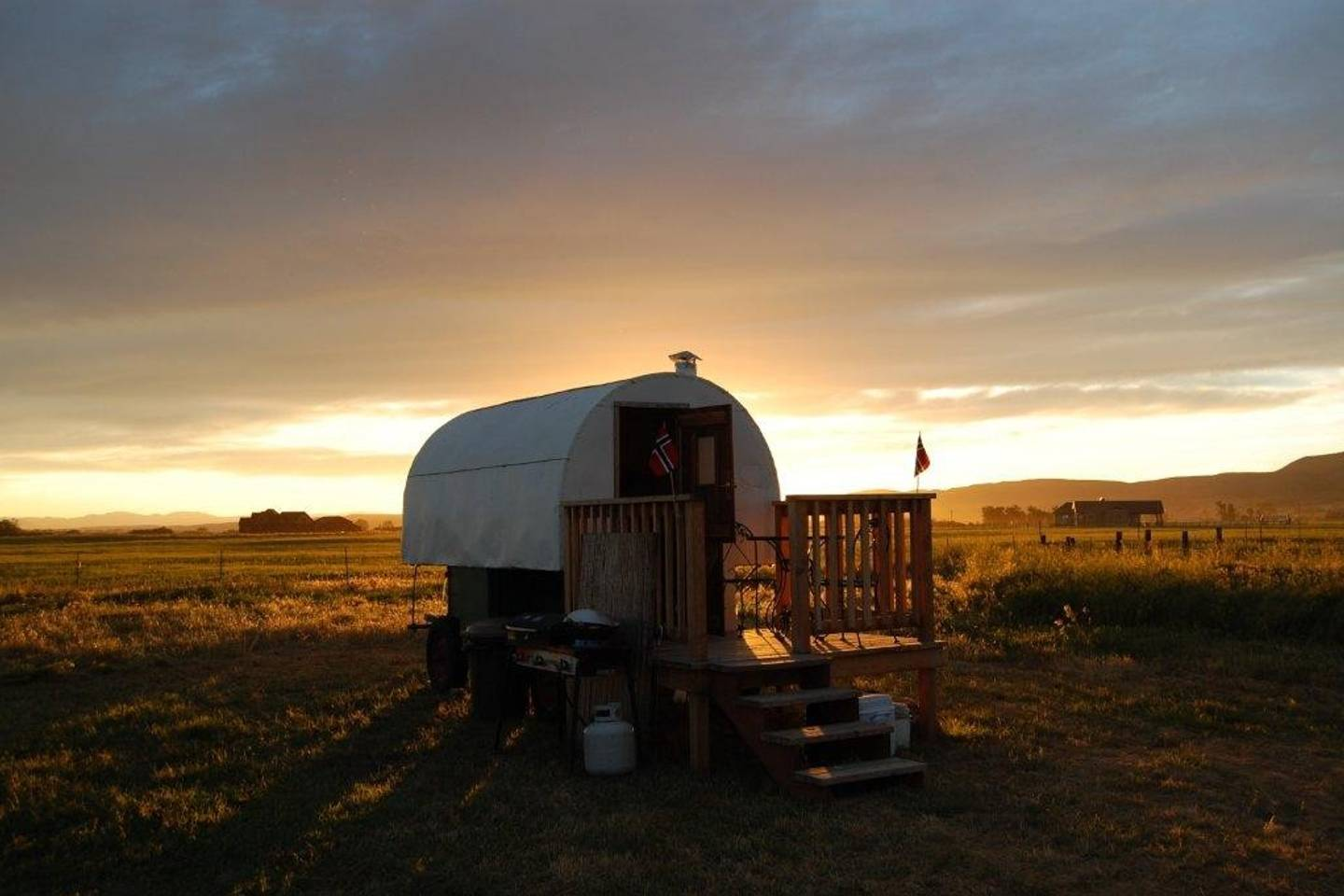Sheepherder's Wagon Bed and Breakfast hotel in Montana