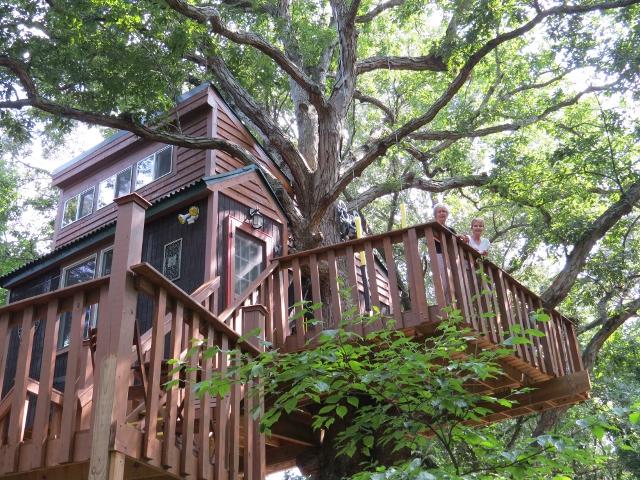 Timber Ridge Outpost treehouse in Illinois
