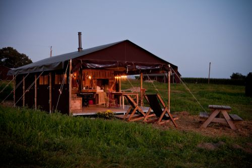 glamping in Illinois at Kinnikinnick Farm