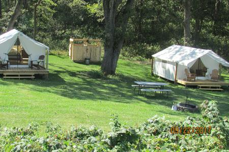 glamping in Nebraska at Oak Haven Vineyard